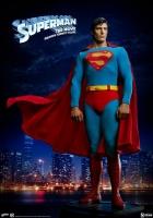 SUPERMAN - Superman Premium Format Figur 52 cm Sideshow