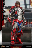IRON MAN 2 - Tony Stark Mark V Suit Up Version DELUXE Actionfigur Hot Toys
