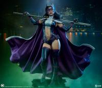 DC COMICS - Huntress Premium Format Figur 51 cm Sideshow