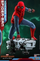SPIDERMAN / FAR FROM HOME - Spiderman Homemade Suit Actionfigur Hot Toys